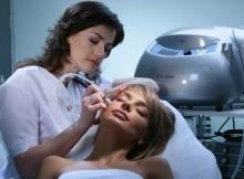 Процедура алмазного пилинга в салоне красоты