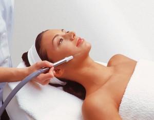 Процедура пилинга кожи лица