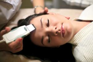 Ультразвуковая аппаратная чистка лица