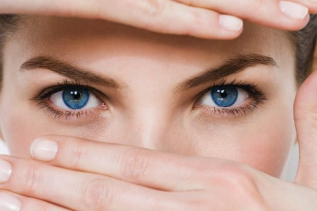 Девушка со здоровыми глазами