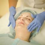 Нанесение хлорида кальция на лицо