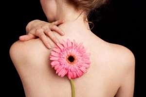 Цветок на спине