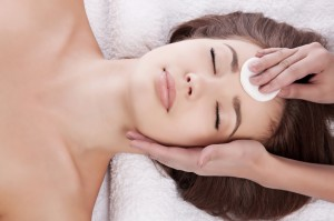 Подготовка к процедуре пилинга кожи лица